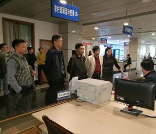 湘潭市农业委领导率队考察我市土地流转服务体系建设
